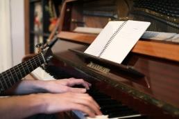 mains piano